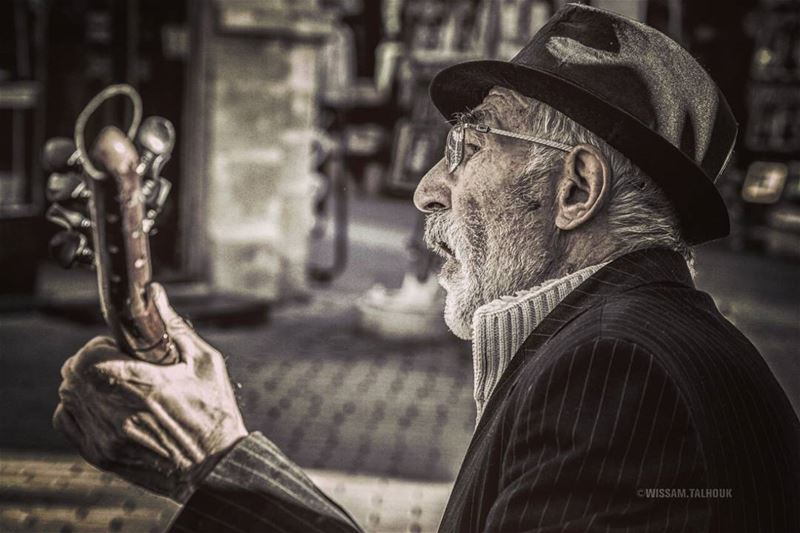 No body loves life like an old man... old  oldman  people  music  love ... (Nicosia, Cyprus)