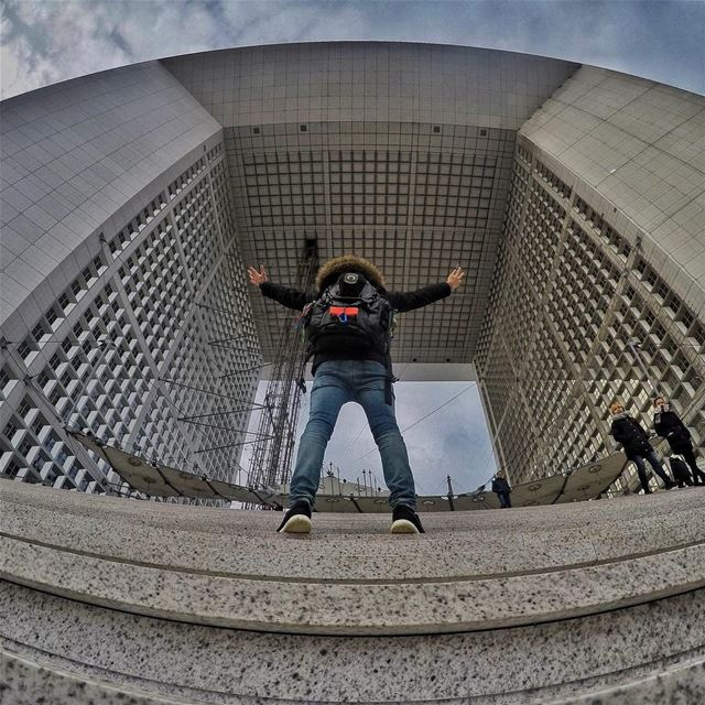The beast @architectonthemove took  PeterWenMaken pose to Paris ❤️ ... (La Défense, France)