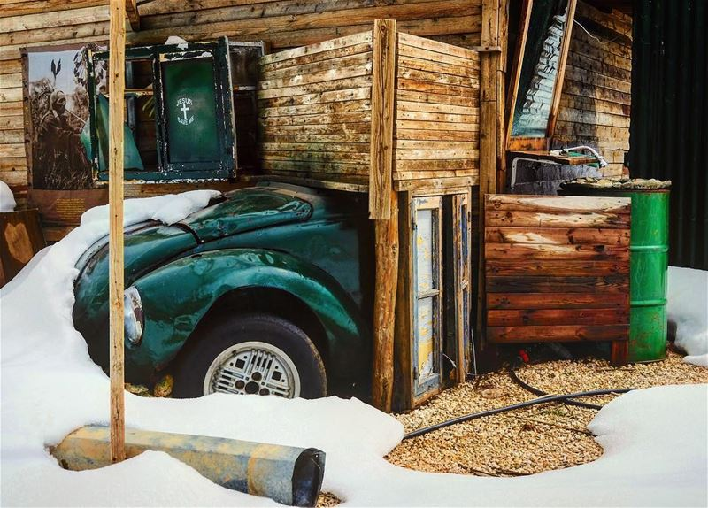 A shack/car ( transformer wannabe 😁🤷🏻‍♂️) creative though 👍🏻 or maybe... (Cedars of God)