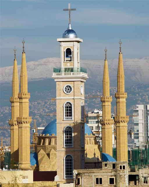 The St.Georges Maronite Cathedral and the Mohammed Al-Amin Mosque in front... (Beirut, Lebanon)