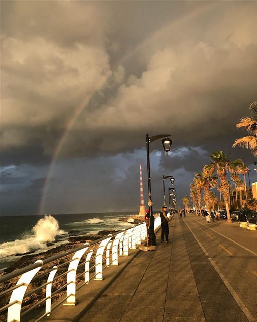 Unpredictable weather on Beirut corniche 🌈🏃‍♀️🇱🇧By @felicitygrace1 ... (Manara Beyrouth)