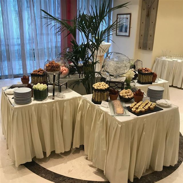 💐 🍪 🇱🇧...  welcoming  flowers  display  hotels  cookies  lebanon ... (Ashrafiyah, Beyrouth, Lebanon)