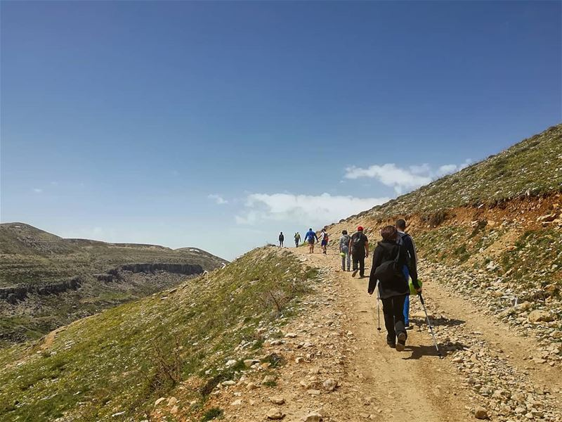 Hiking with @mapsandnomad farayalovers..📷:@farayalovers.. faraya ... (Lebanon)