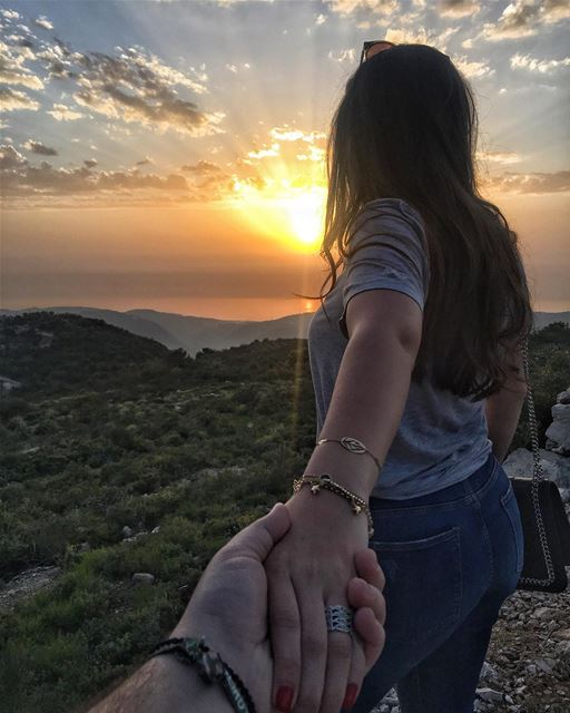 Just take my hand and follow me 🌅👌🏻  peterwenmaken  followpeterwenmaken... (Dayr Al Qamar, Mont-Liban, Lebanon)