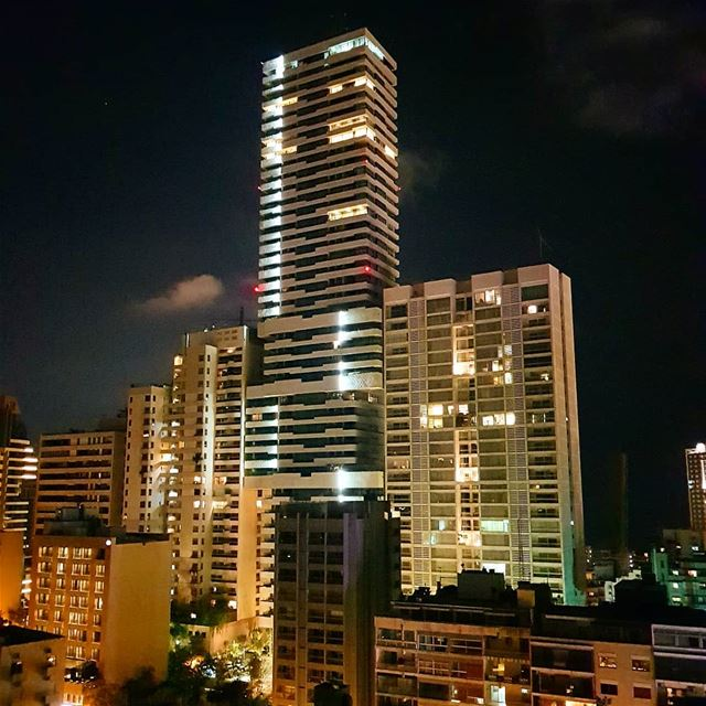Goodnight 🇱🇧🇱🇧❤❤ building  architecture  nightview  lights goodvibes ... (Sassine, Achrafieh)