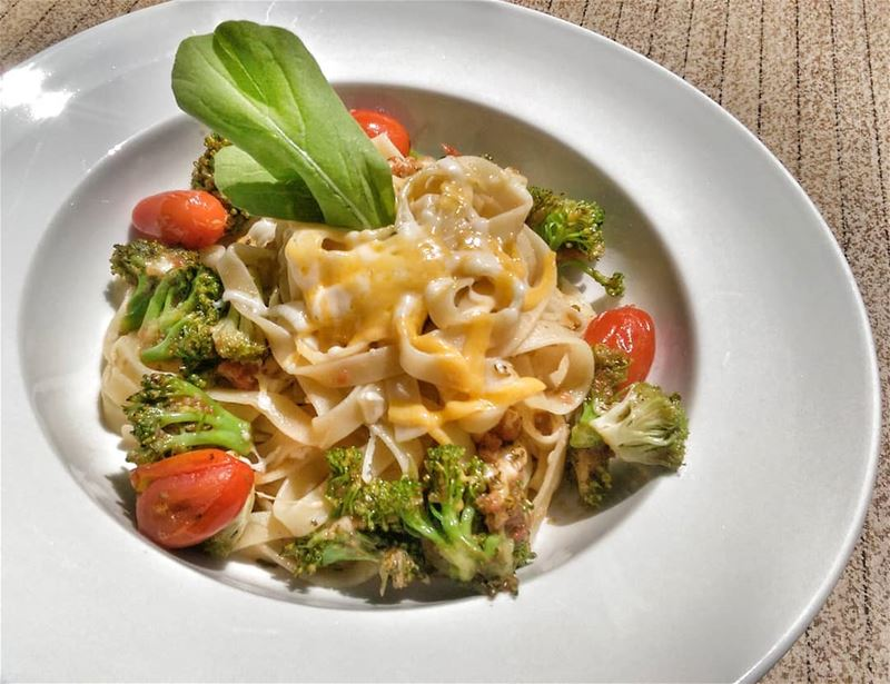Tagliatelle with Pesto, Tomato & Broccoli and Moujadara with Cabbage Salad... (Em's cuisine)