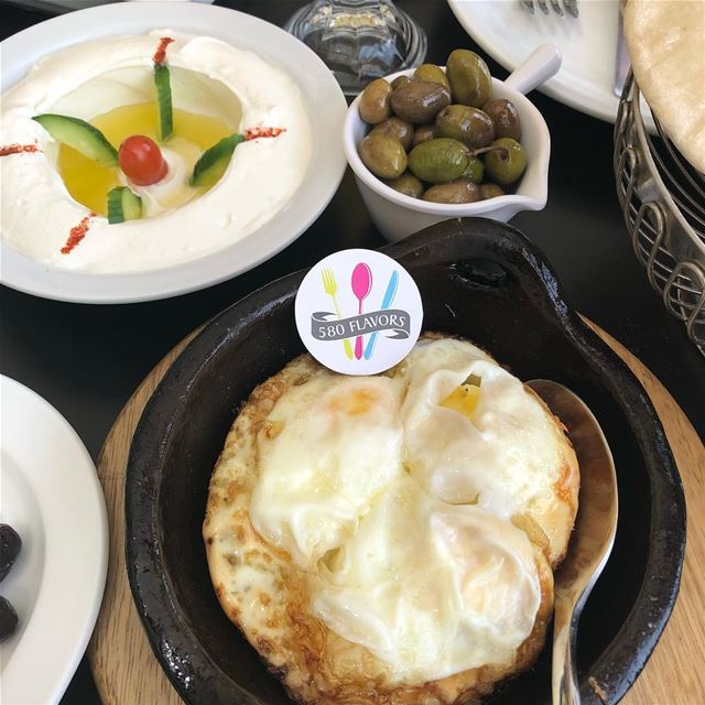 Egg, labneh and olives are the perfect trio 😍😍😋😋  bnachii  zgharta @mak (Makhlouf Wakim - The Lake of Bnachii)