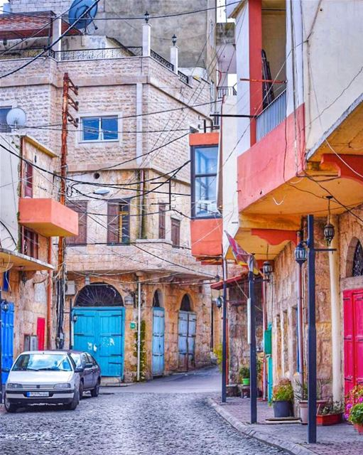 Street vibes & colors 😍Wishing you a hopefully colorful day 💙❤️💚... (Zgharta)