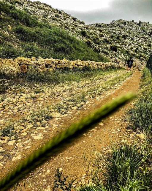 Lost in the right direction ⛰🚶🏻‍♂️⛰.......... lebanon ... (Jezzîne, Al Janub, Lebanon)