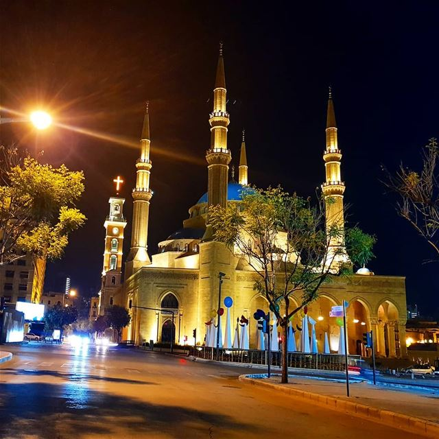 Have a peaceful night everyone🇱🇧🇱🇧❤ nightout  lights  mosque  church ... (Beirut, Lebanon)