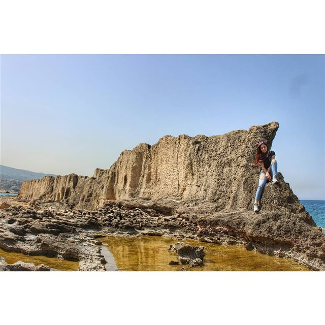 Can you spot me? livelovelebanon  livelovebatroun  lebanonadventure ... (Phoenicien Wall)