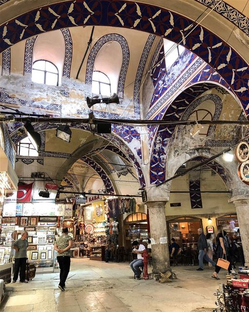 - تحت القناطر -... allshotsturkey  ig_turkey  positivevibes ... (Grand Bazaar Istanbul)