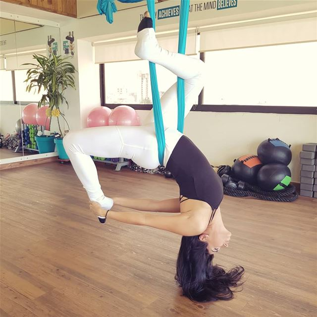 Defying gravity with the aerial pigeon pose🕊I love doing pilates and... (SkyFit Rooftop Fitness Studio)