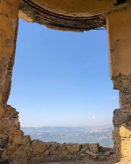 Naturally framed  lebanon  castle  ig_captures  ig_today  instagood ... (Sawfar, Mont-Liban, Lebanon)