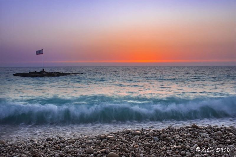 lebanon  kfarabida  whitebeach  sunset  lebanese  flag  waves ... (Kfar Abida)