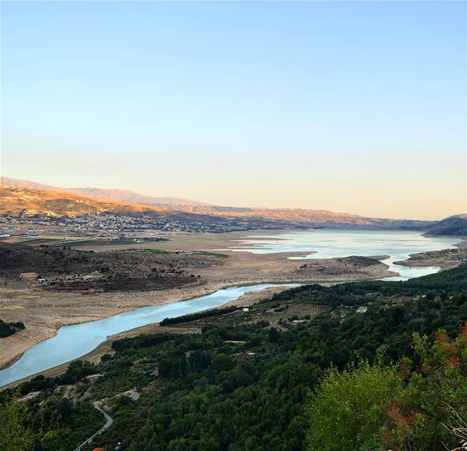 🇱🇧🇱🇧❤❤ roadtrip  lake  water  sunset  mountains  mountainsoflebanon ... (Qaraaoun, Béqaa, Lebanon)
