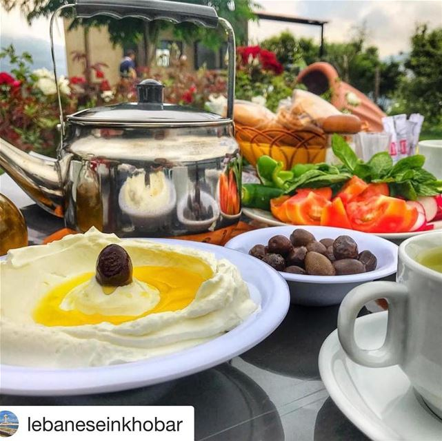Repost @lebaneseinkhobar with @get_repost・・・__Breakfast goals 💁🏼‍♀️...