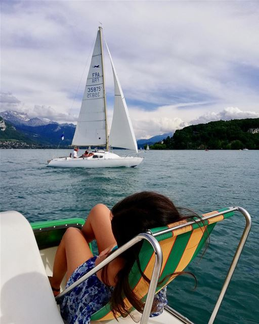 I want to spend my summer here ☀️💙 .......... lebanoneatsfrance... (Sur le lac D'annecy)