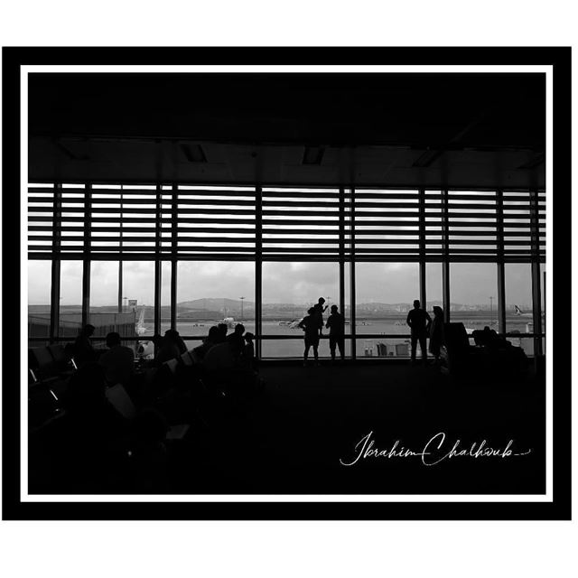Sombras del aeropuerto -  ichalhoub in  Turkey shooting with a mobile...
