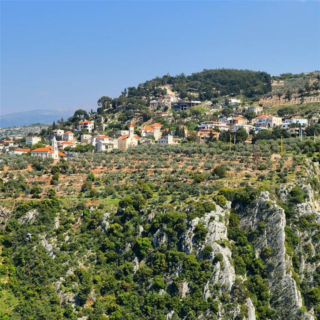 🇱🇧🇱🇧❤❤ village  houses  mountaintop  cliff  green  rocky ... (Lebanon)