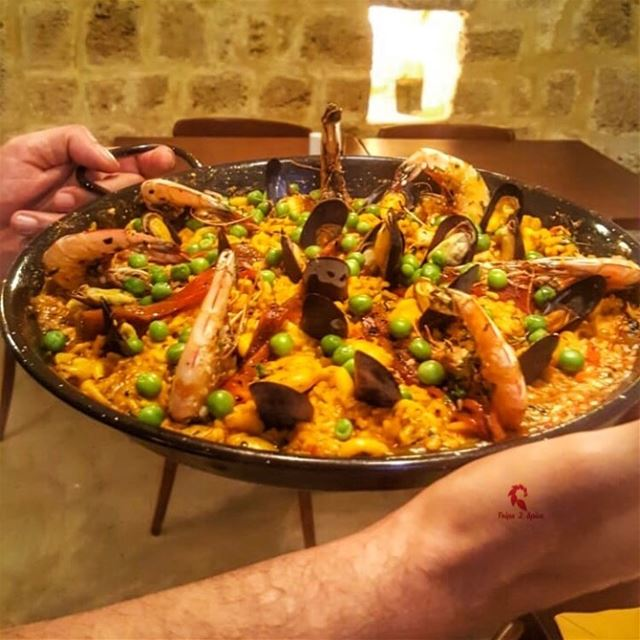 A dish I couldn't hold in one hand 🤚 🤔.======================📍 @lapara (La Paradera - Spanish Cuisine)