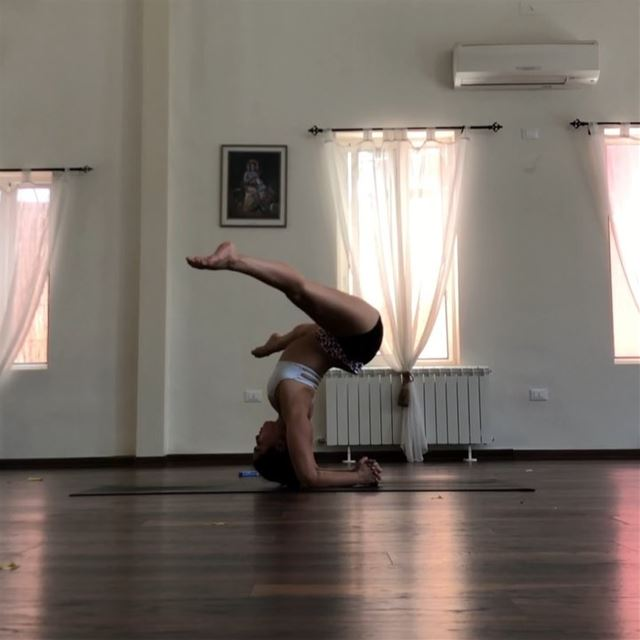Just a minute of real time flowing upside down.It's never ending in yoga,... (Sarvam Yoga)