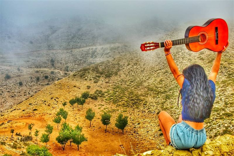 Up above the world so high, like a diamond in the sky 🎸🎶 picoftheday ... (As Sawaqi, Liban-Nord, Lebanon)