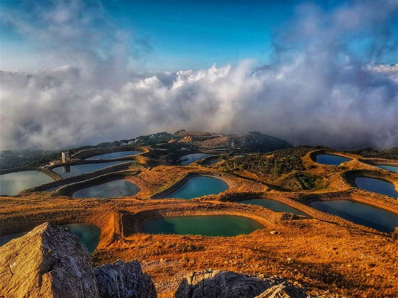 Clouds trying effortlessly to cover the lakes  lake  landscape  top  view ... (Kfarselwan)