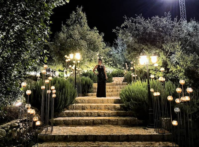 LadyInBlack 🖤 SwanLake  Douar ... (Swanlake Wedding & Event Venue)