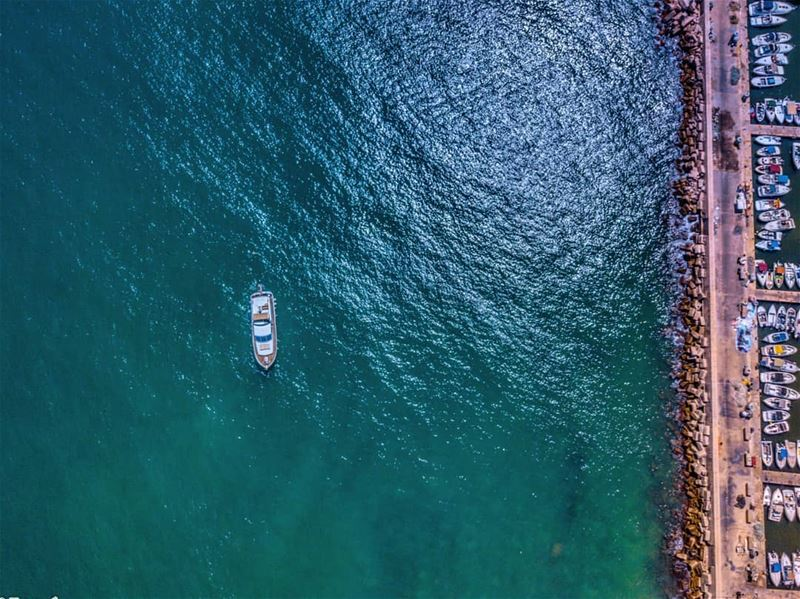 Lonely seaboat.  tyre  lebanon  leb  sour  seaport  picture_to_keep  boats... (Tyre, Lebanon)