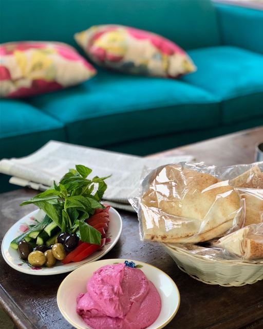 Simple mezze/lunch of beet hummus and veggies with olives. @alfalamanki ... (Al Falamanki Raouche)