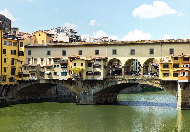 The bridge Life,📍Florence, Italy..━ ━ ━ ━ ━ ━ ━ ━ ━ ━ ━ ━ ━ ━ ━ ━ ━ ━... (Ponte Vecchio)