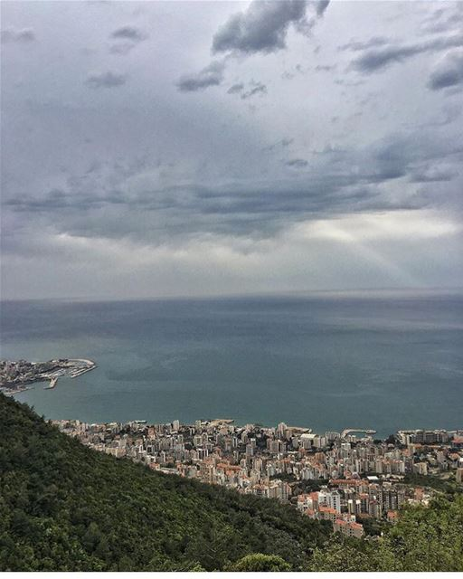 Even the weather can't make up its mind🙈 by @peterghanime see you later 👋 (Joünié)