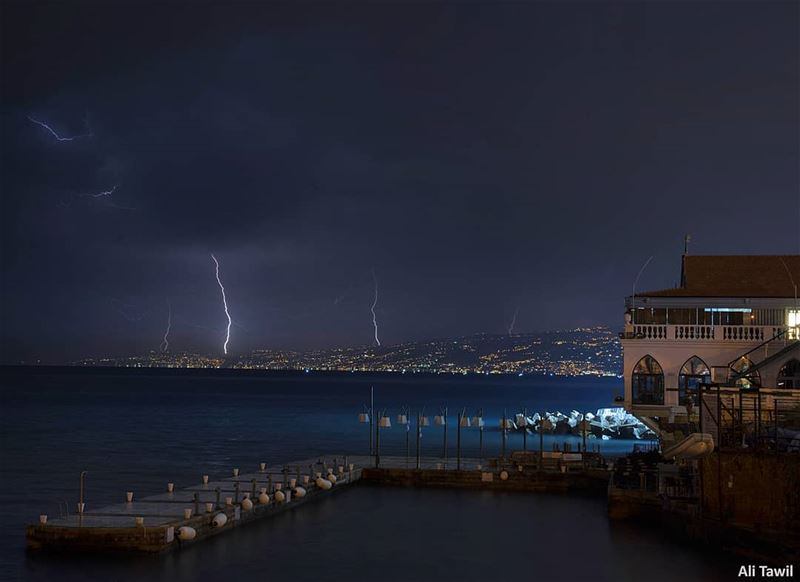 ⛈️ thunder  waterscape  city  sea  beautiful  longexposure_shots ... (Ain El Mreisse, Beyrouth, Lebanon)