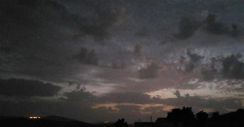 yaroun  yarounday  night  sky  livelovelebanon  livelovesouth  dark ...