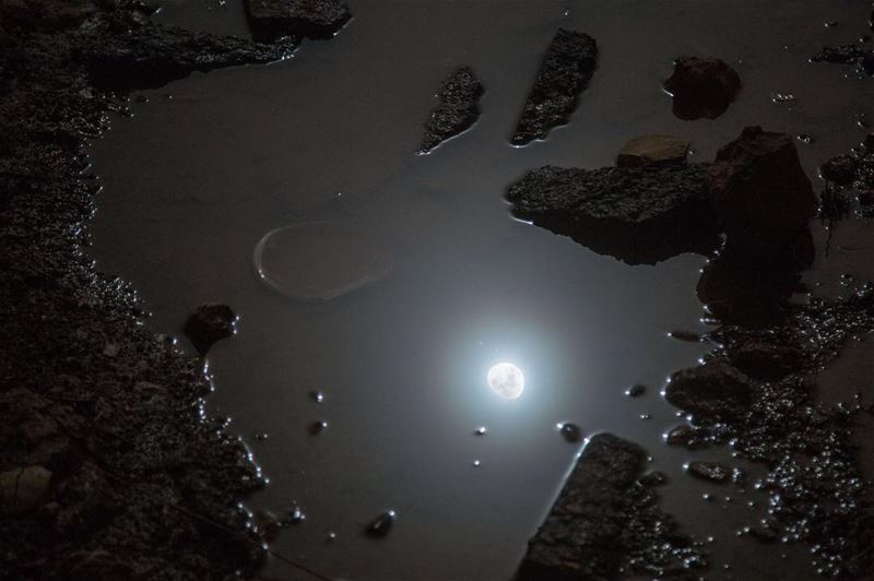 R E F L E C T I O N S......... moon  moonlight  reflection ... (Chouf)