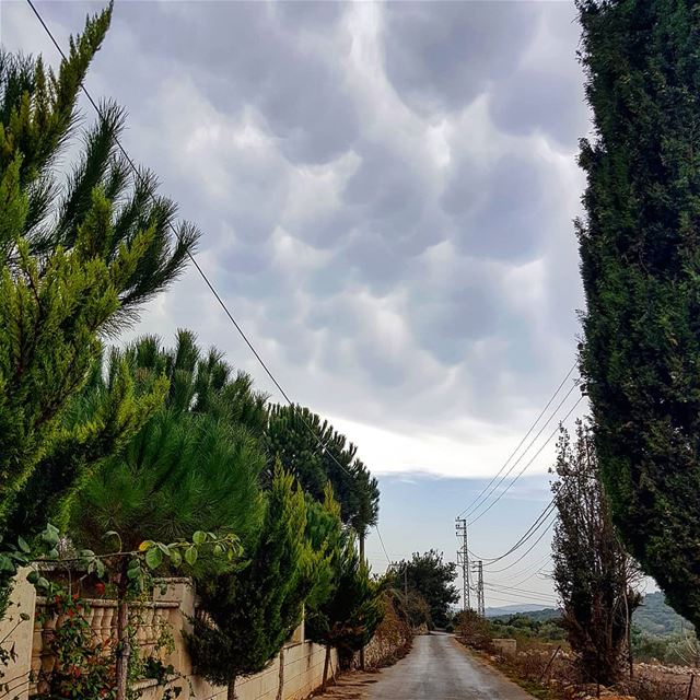 yaroun  yarounday  clouds  rain  lebanoninapicture  livelovesouth ...