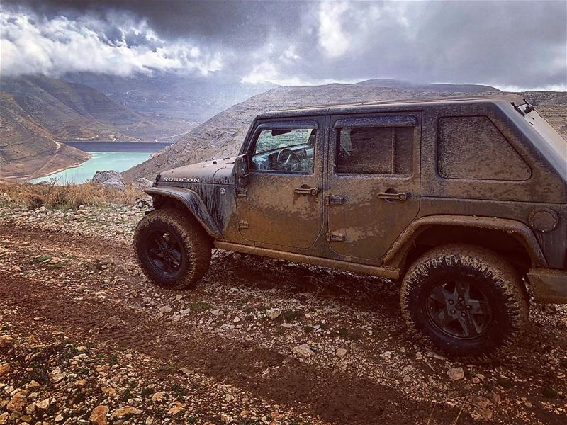 ... livelovelebanon livelovebeirut livelovetyre liveloveoffroad ... (Chabrouh-Faraya)