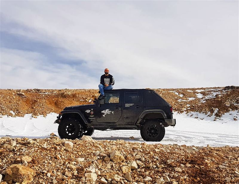 Fisrt snow of the season ❄ jeeper  happy  jeep  wrangler  jk  jku  snow ... (القرنة السودة)