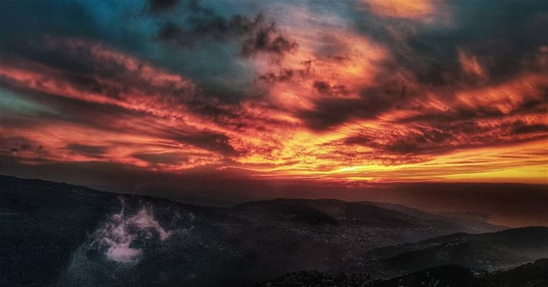 lebanon  sunset  mountains  scenery  sunsets  sunsetlovers  sunsetporn ... (Baskinta)