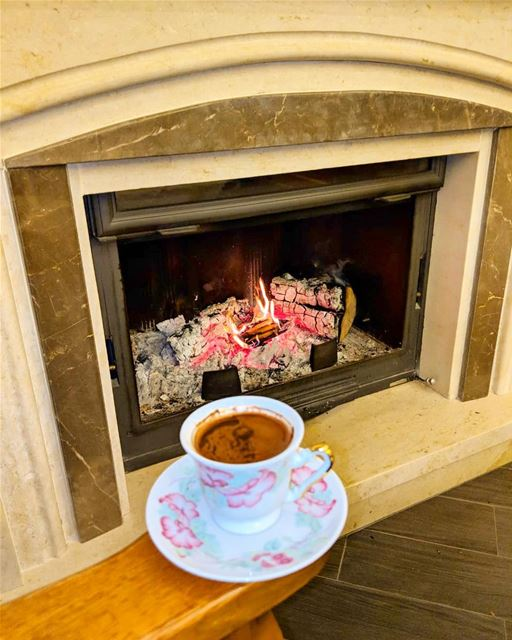 The perfect weather for a warm coffee  mondaysbelike 🔥🌧☕️.......