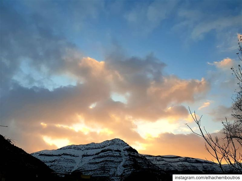 winter's sunrise  akoura kingland civilisationsland liveloveakoura... (Akoura, Mont-Liban, Lebanon)