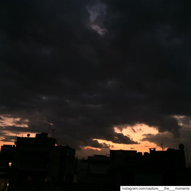 The Sky few hours ago ! 👍🏻or 👎🏻sky  black  clouds  sunset_pics  rain ...