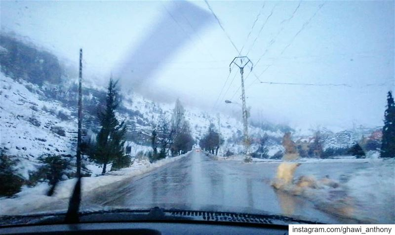 When you take a picture for the snow from the car❄️⛄... (Mount Lebanon Governorate)