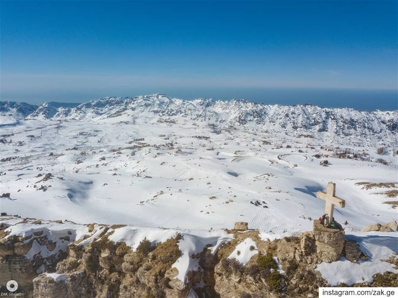 A shot from the skies.  drones  droneoftheday  mountain  cross  snow ... (Akoura, Mont-Liban, Lebanon)