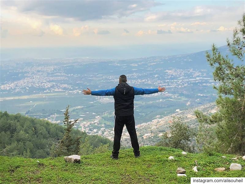 tb  hiking  northlebanon  nature  view  green  village  colorful ... (كرم المهر)