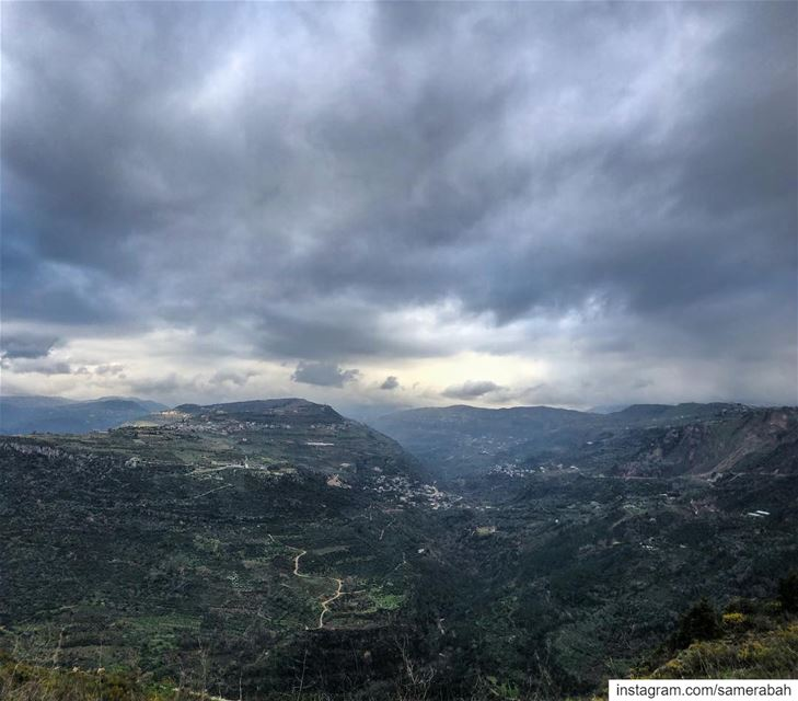 Cold.......... valley  mountain  outdoor  clouds  sky  nature ... (Chouf)