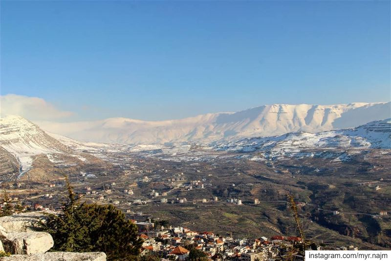 Glorious view of the mountains surrounding Ehden ❄❄❄💙 ............. (North Governorate)