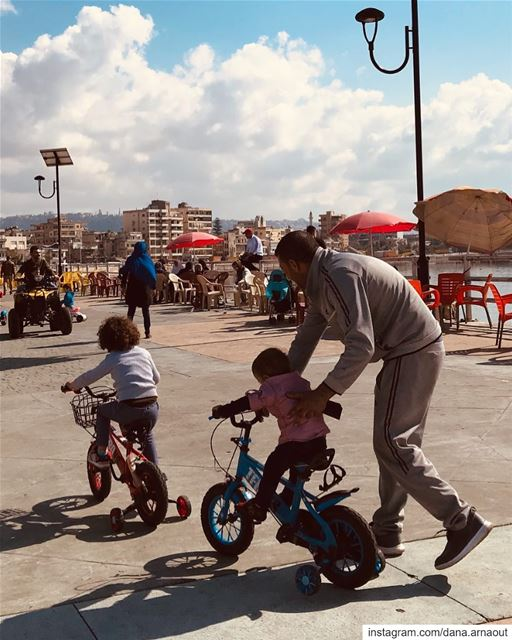 Fathers: they can only push you forward!.. streetphotography ...