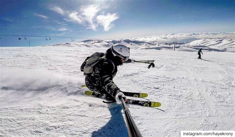 Enjoying some carving turns ⛷️❄️... skiing carving skiaddict skiseason... (Mzaar Ski Resort Kfardebian)